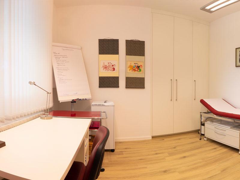 Behandlungszimmer in der Praxis Dr Elena Thomas - München